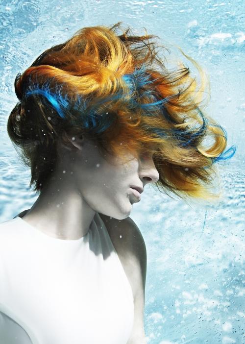 Frau mit bunte Haarfarben